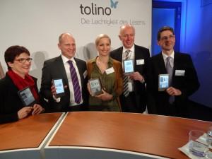 Bild aus besseren Zeiten: Präsentation des Tolino Shine am 01.03. in Berlin (2. v.r. Weltbild-Chef Halff, daneben Nina Hugendubel).