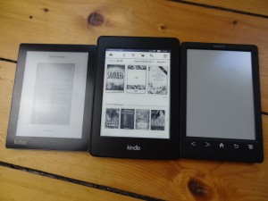 Kobo Aura, Kindle Paperwhite 2, Sony Readers PRS-T3 (von links)