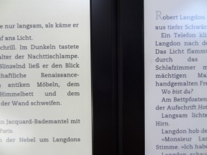 Neuer Kindle Paperwhite links, alter Kindle Paperwhite rechts (maximale Beleuchtung)