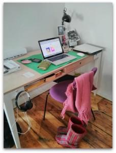 Im eBook-Verlag: Schreibtisch von mikrotext-Verlegerin Nikola Richter