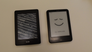 Kindle Paperwhite 2 (l.), Tolino Vision 2