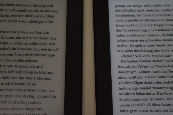 Kindle Paperwhite 2 mit 100% Beleuchtung, rechts