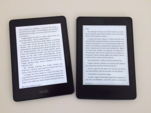 Kindle Voyage links, PW3 rechts