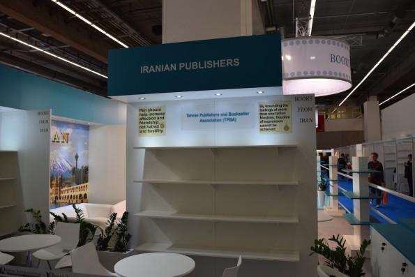 Neben dem riesigen Gemeinschaftsstand des Landes blieben im Umfeld bestimmt 20 kleinere Stände von Verlagen und Dienstleistern aus dem Iran ungenutzt. Traurig.