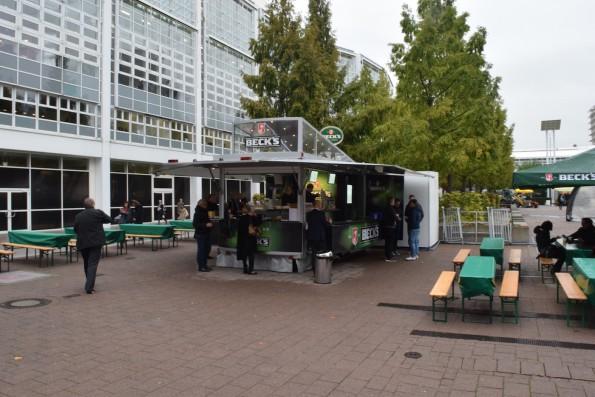 Outdoor-Kunsthändler und -Gastronomen machten nur bescheidene Umsätze, ...