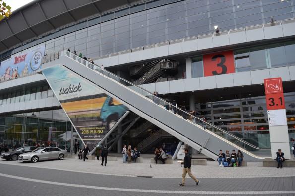 ...und auch die spektakuläre Außen-Rolltreppe an Halle 3 war nur spärlich bevölkert.