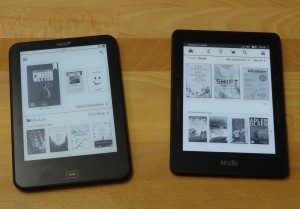 Tolino left, Kindle right (100% Lighting)