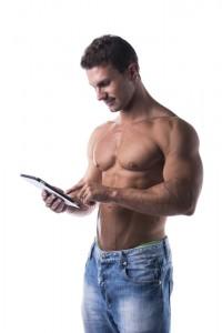 Junge Menschen lesen vor allem shirtlos.